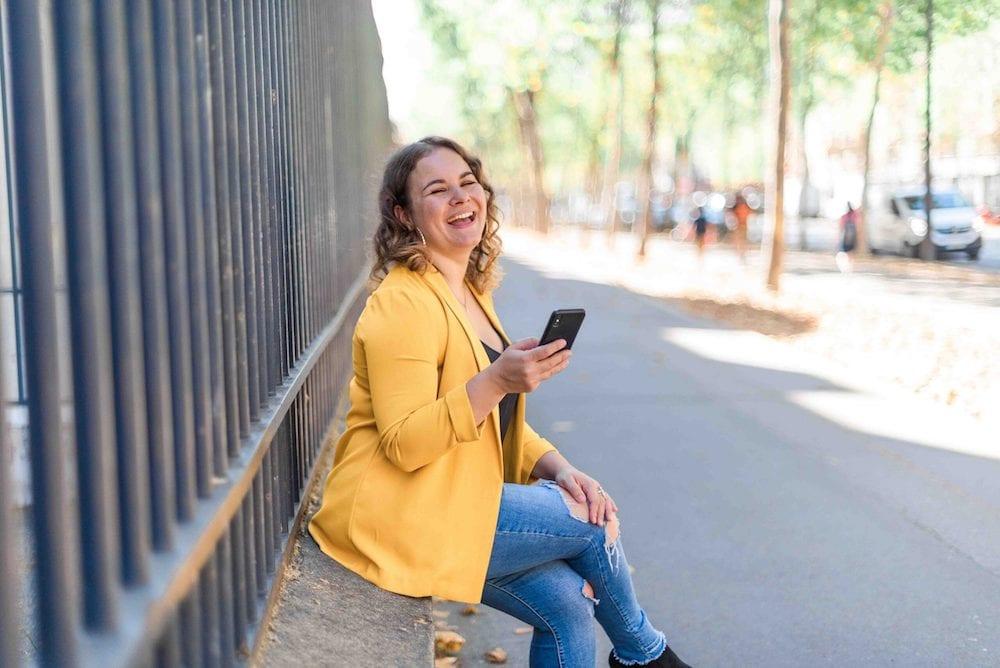 photo corporate paris femme infopreneure sourire maraki studio